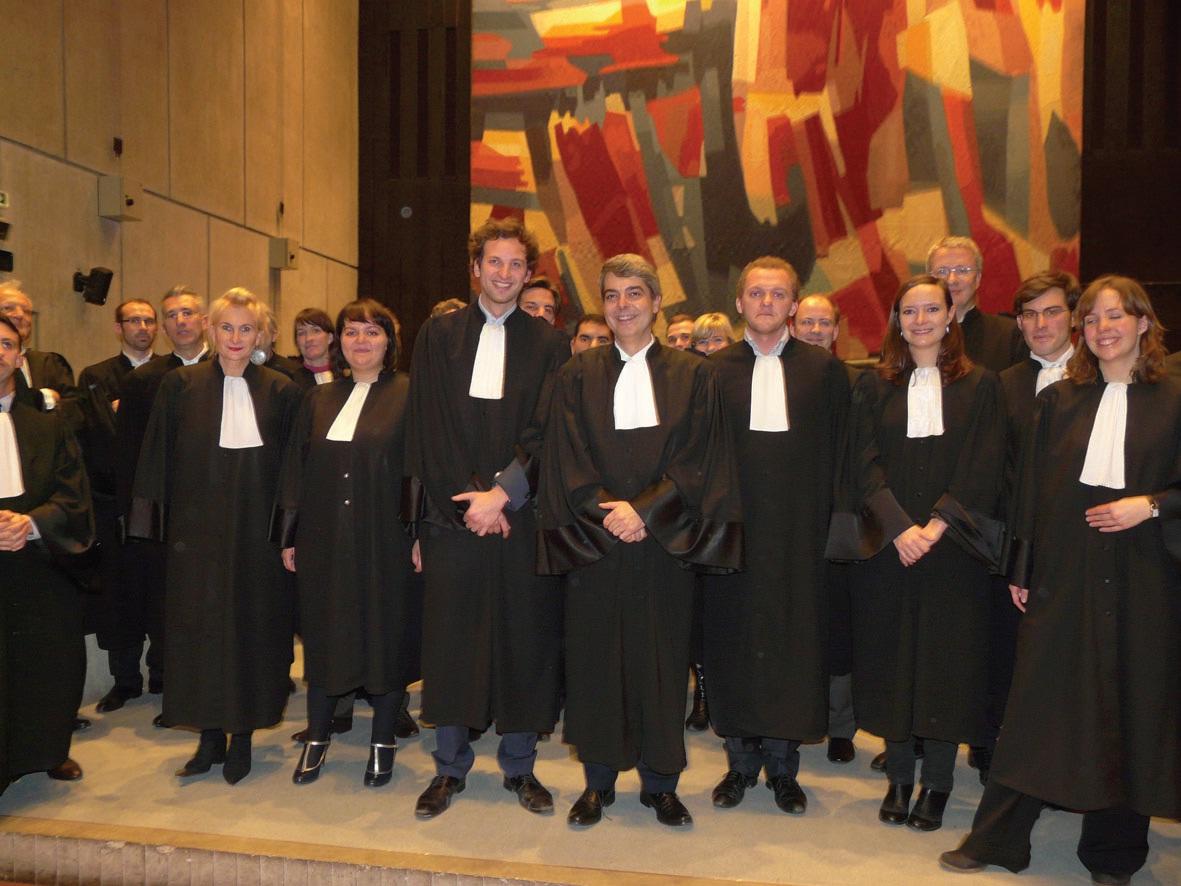 Le bâtonnier Emmanuel Masson, entouré de Mathieu Masse 1er secrétaire (à sa gauche), Thibaud Lemaître, 2e secrétaire (premier à sa droite), et Laura Campisano, 3e secrétaire (seconde à sa droite).