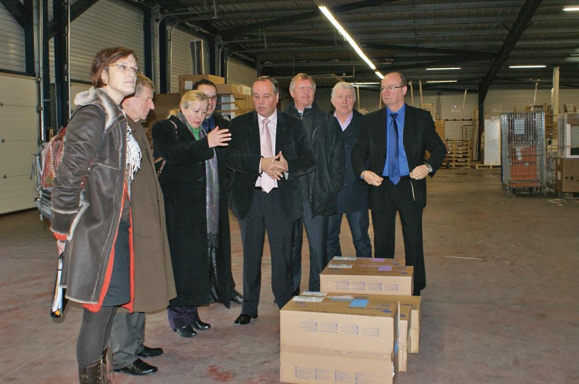 Au centre, Chantal Manguin-Dufraisse, sous-préfète, et Reynald Defrancq, directeur d'Audo express.