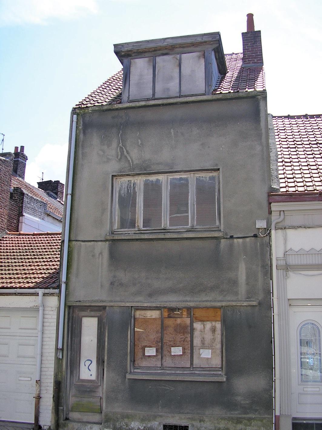 Une des nombreuses habitations dégradées du quartier Saint-Pierre à Calais.