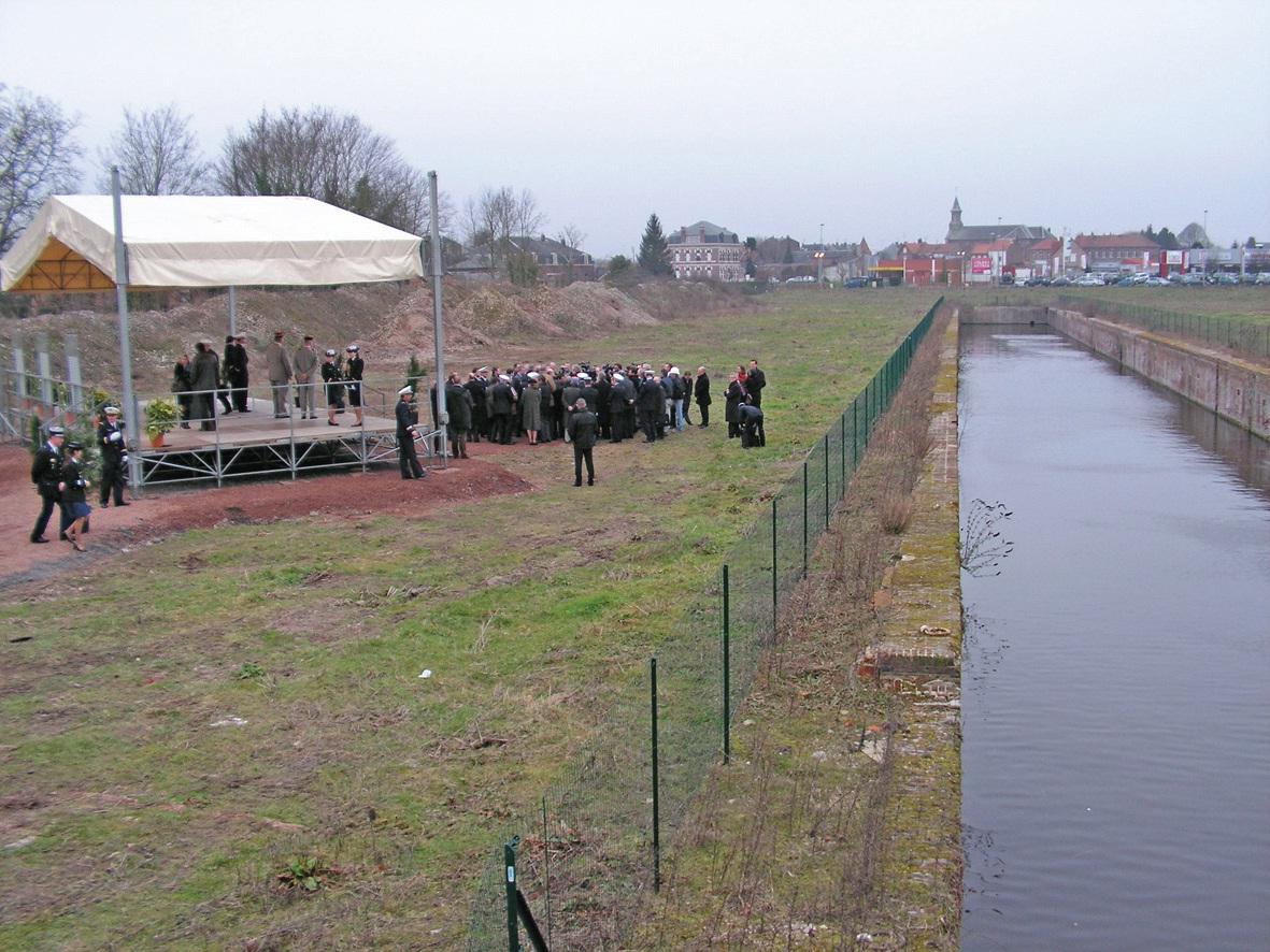 Le 9 février 2011, sur le site des anciens docks de Cambrai, la première pierre d'un Clifa – qui ne se fera pas – avait été posée par deux ministres.