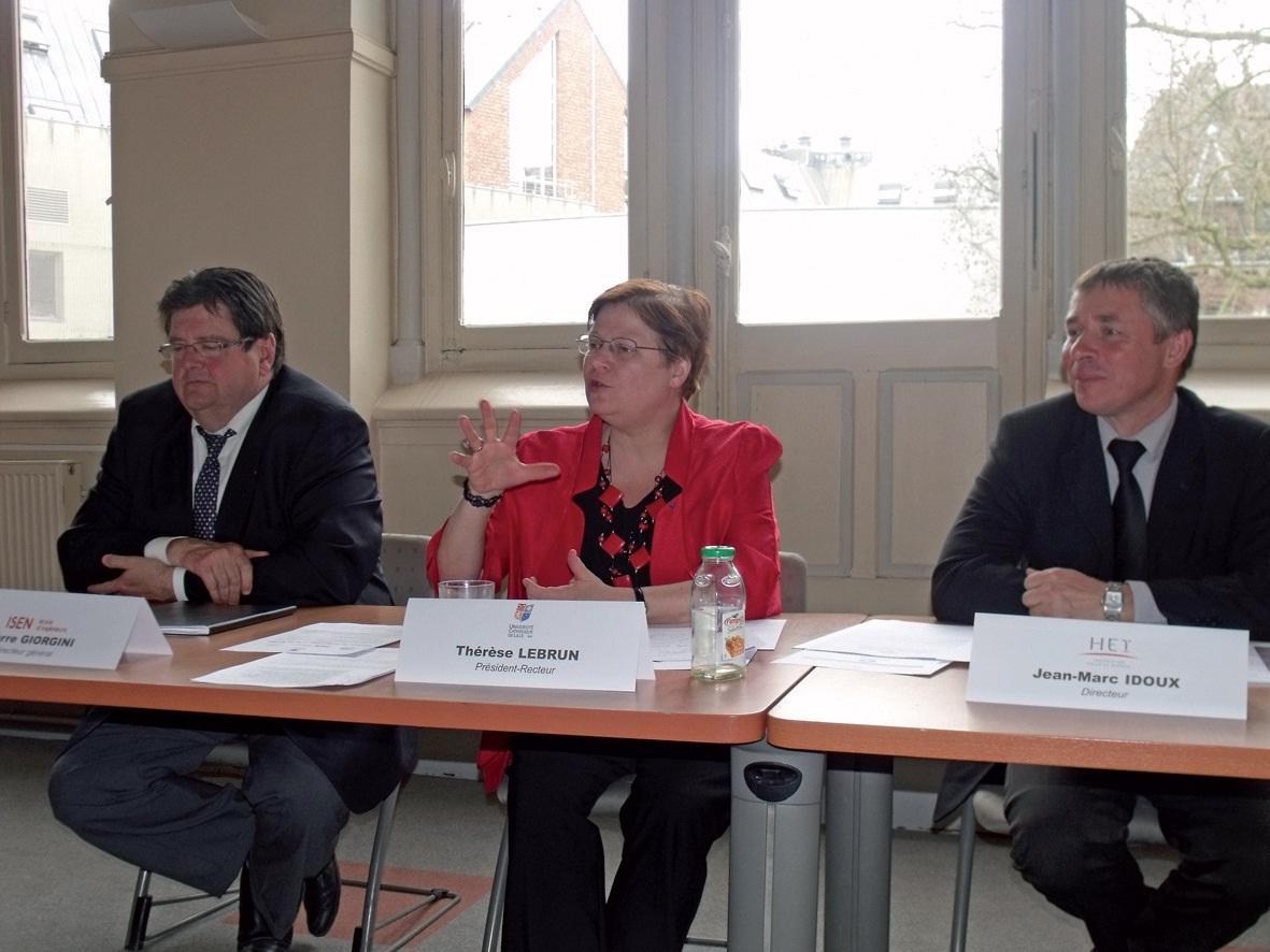 De gauche à droite, Pierre Giorgini, directeur général de l'ISEN, Thérèse Lebrun, président-recteur de l'Université catholique, et Jean-Marc Idoux, directeur général HEI.