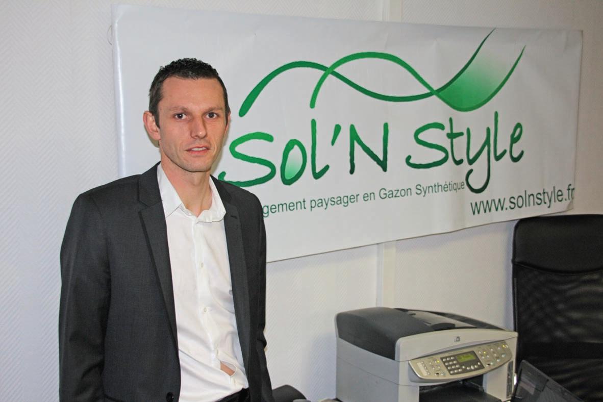Sébastien Dumur, tout comme son associé Pascal Harel, construit Sol'n style par étape.