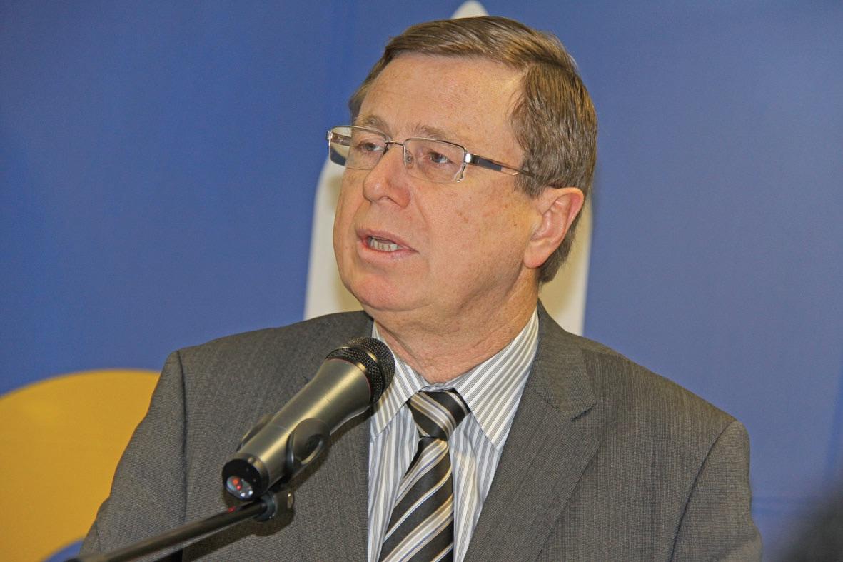 Philippe Rapeneau, président de la communauté urbaine d'Arras, conseiller régional, est signataire de cette alerte.