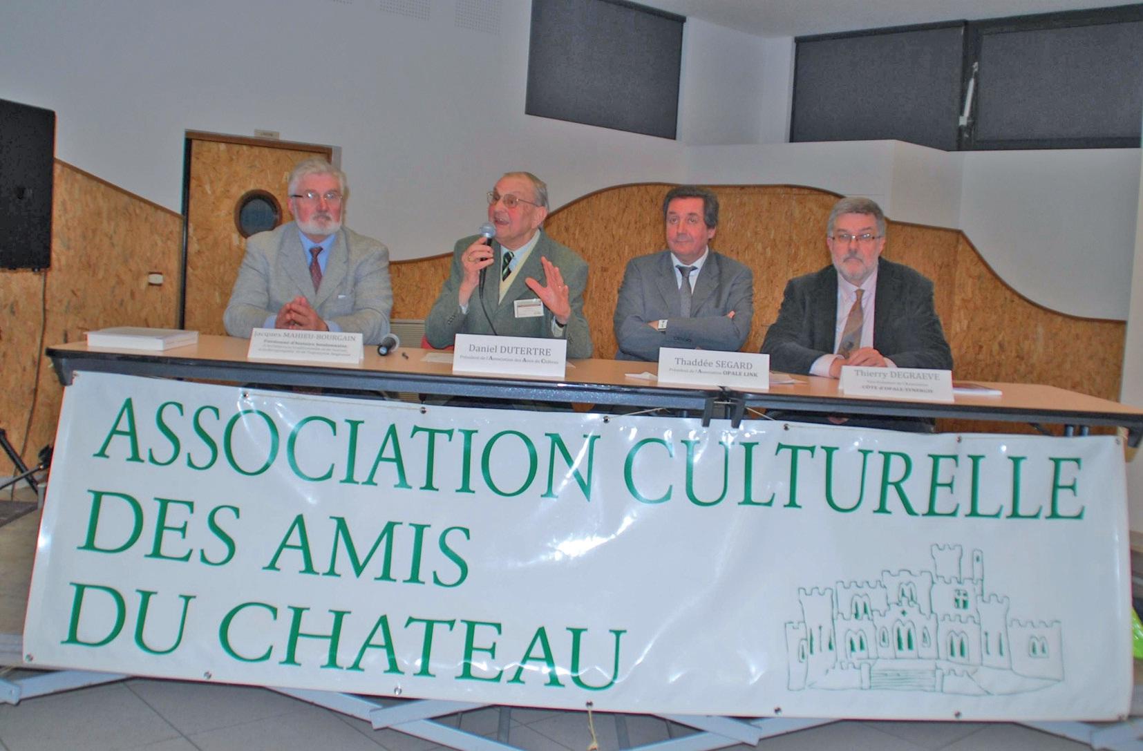 Jacques Mahieu-Bourgain, Daniel Dutertre (Amis du château de Condette), Thaddée Segard et Thierry Degraeve (de gauche à droite) ont plaidé en faveur d'une véritable culture transfrontalière entre le Kent et le Pas-de-Calais.