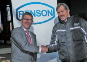 Bruno Chesnel, président de la SAS, en compagnie de Christian Hauet, 51 ans, le dernier des 20 embauchés de 2011/2012. Auparavant, il travaillait dans une entreprise adaptée horticole au Cateau-Cambrésis.