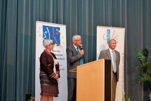 Joseph Pietrzyk (au centre), aux côtés de Daniel Delcroix, maire de Billy-Berclau, et Sylvie Guillet, directrice de l'Inset de Dunkerque lors de l'ouverture du congrès du SNDGCT.