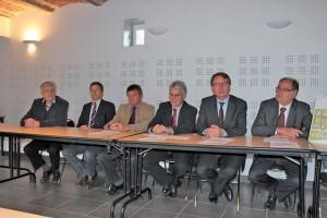 Marc Verly, Luc Monet et Olivier Coustenoble (de droite à gauche) mènent le dossier avec les autres élus du territoire.