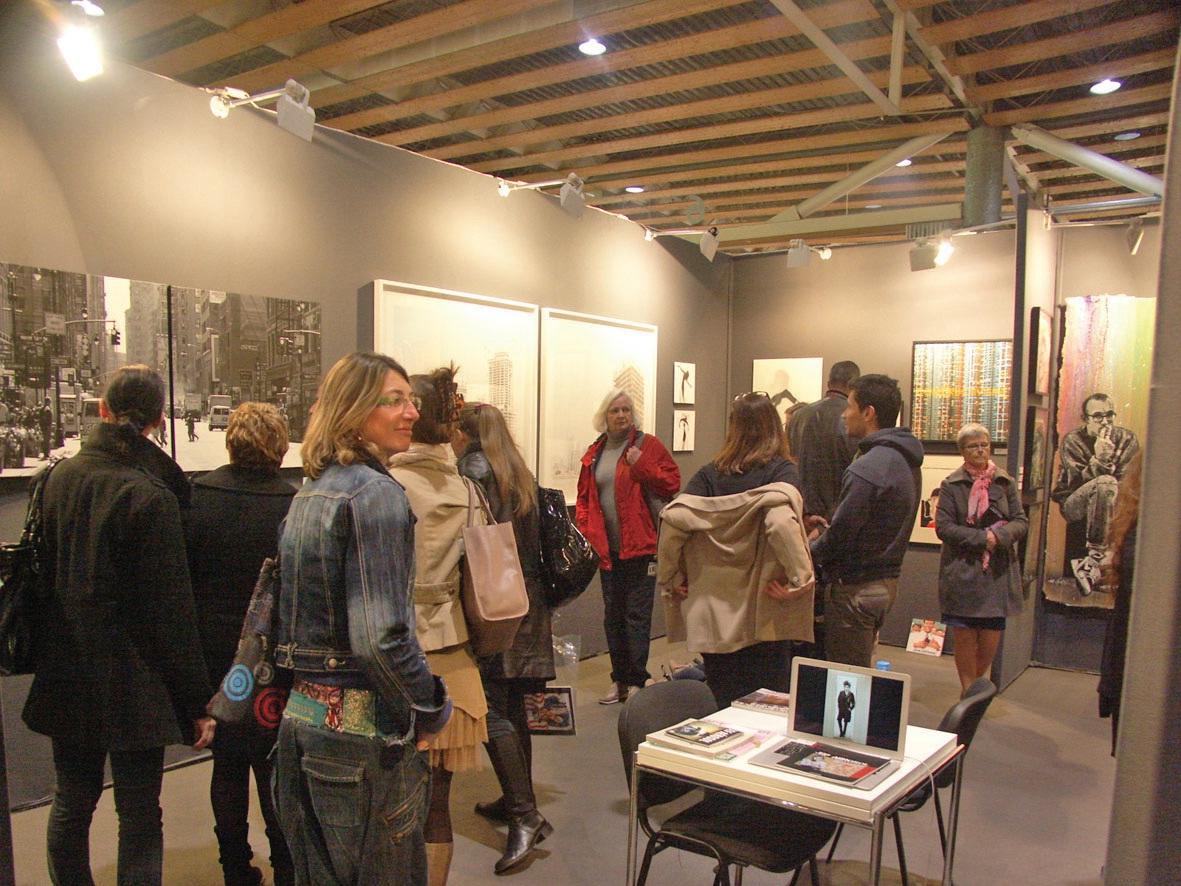Le public a été au rendez-vous, lors des trois nocturnes et surtout le week-end. Ici, le stand de la galerie lilloise Raison d'art dirigée par Sophie Doutriaux.