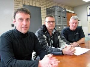 De gauche à droite : Sandy Bomble, Eric Delavier et M. Dernis, délégués du personnel et tullistes chez Desseilles Laces.