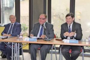 Lors de la présentation à la presse, de gauche à droite : Daniel Percheron, président du conseil régional Nord-Pas-de-Calais, Dominique Dupilet, président du conseil général du Pas-de-Calais, et Patrick Kanner, président du conseil général du Nord.