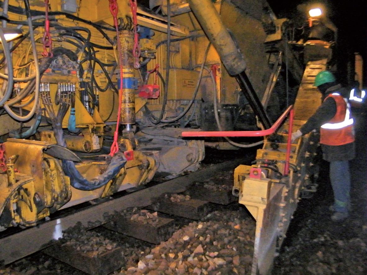 Un des trains-machines sur la voie Arras- Isbergues en action, de nuit.