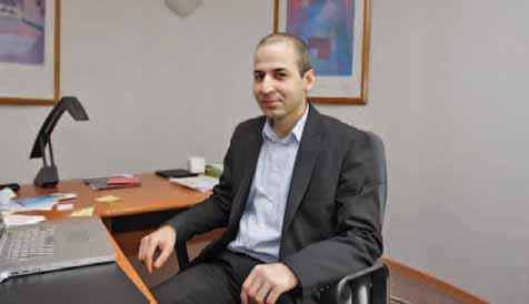 Abdelkader Bousnane dirige l'association depuis 2010. Il est épaulé par une équipe de dix conseillers développement d'entreprise.