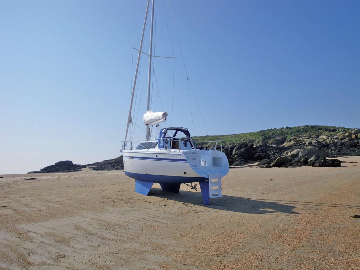 La société Wrigthon fabrique des voiliers dotés de deux quilles.