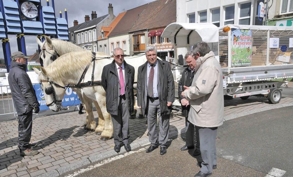Cette opération s'effectue en partenariat entre la communauté de communes de Desvres-Samer et la ville de Boulogne-sur-Mer qui prête ses chevaux boulonnais et son véhicule hippomobile.