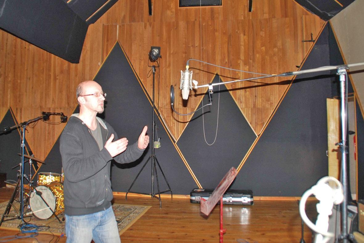 Bruno Dupont dans son studio d'enregistrement...