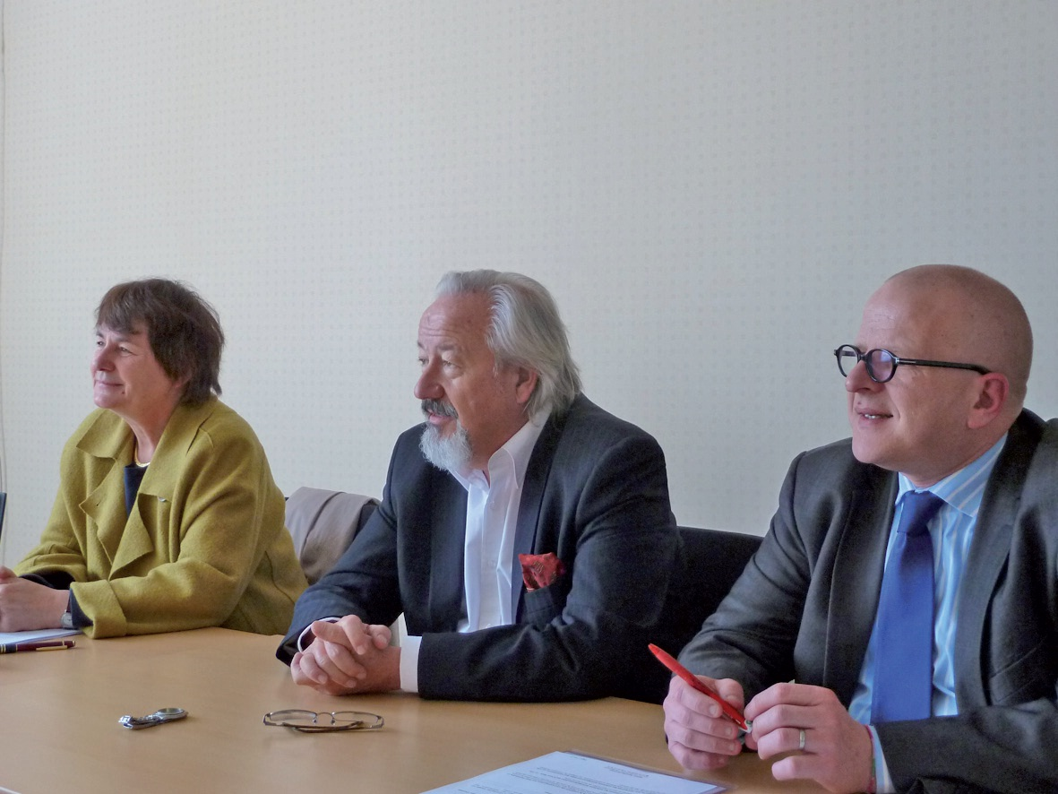 Christiane Bouchart, Bernard Vigin et Stéphane Coquerelle présentant la création de Replic à Lille.