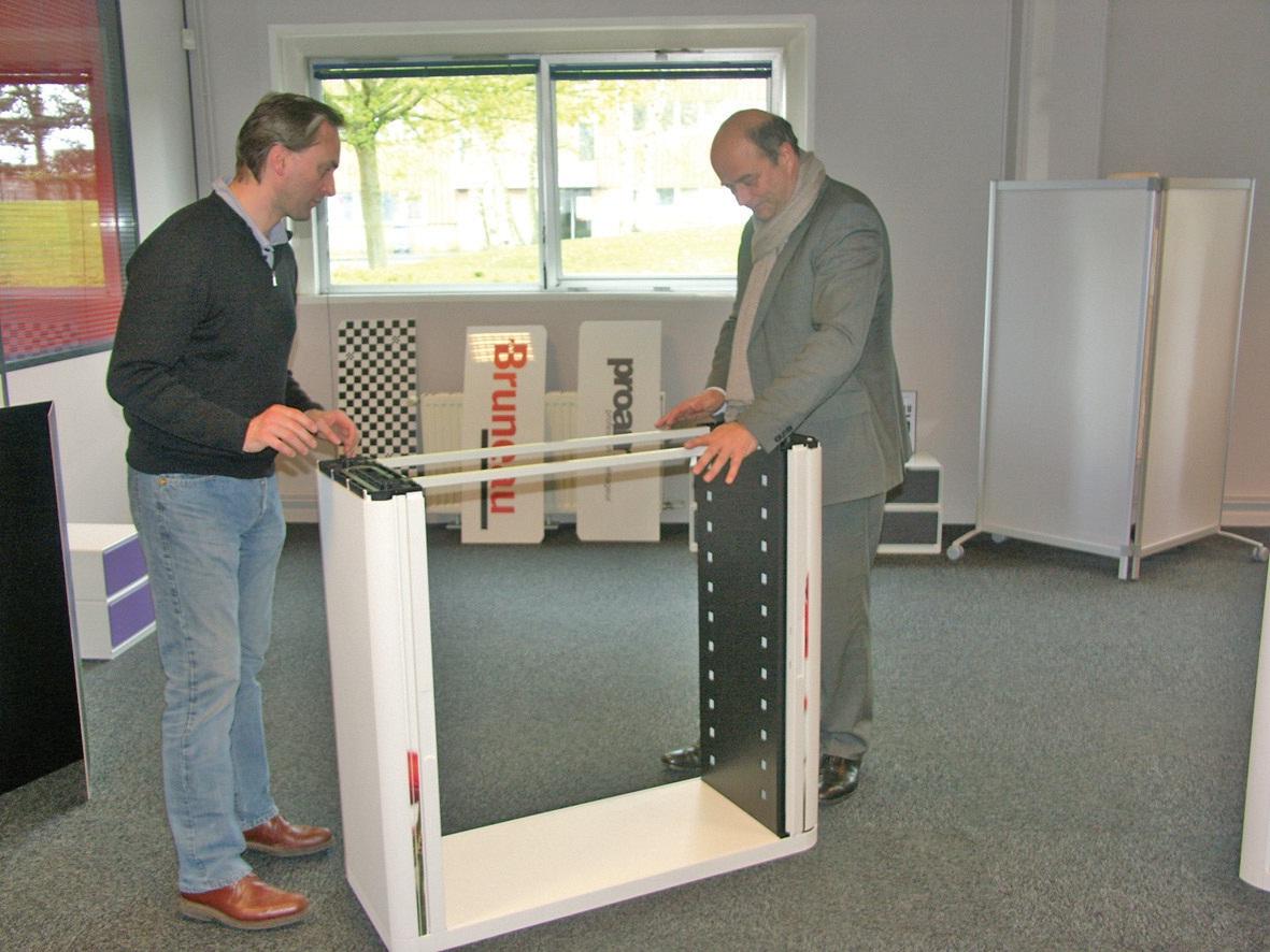 La plus petite armoire (7 éléments en kit) se monte… en 3 minutes à deux personnes.