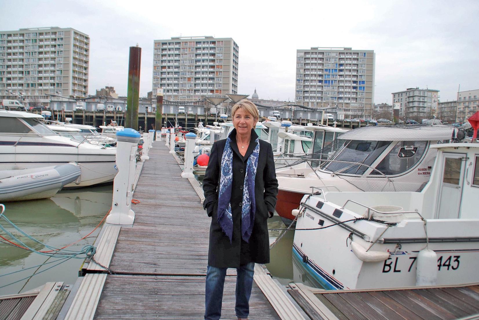Animatrice du réseau Plaisance Côte d'Opale, Sylvie Logié sur les pontons du port de plaisance de Boulogne-sur-Mer.