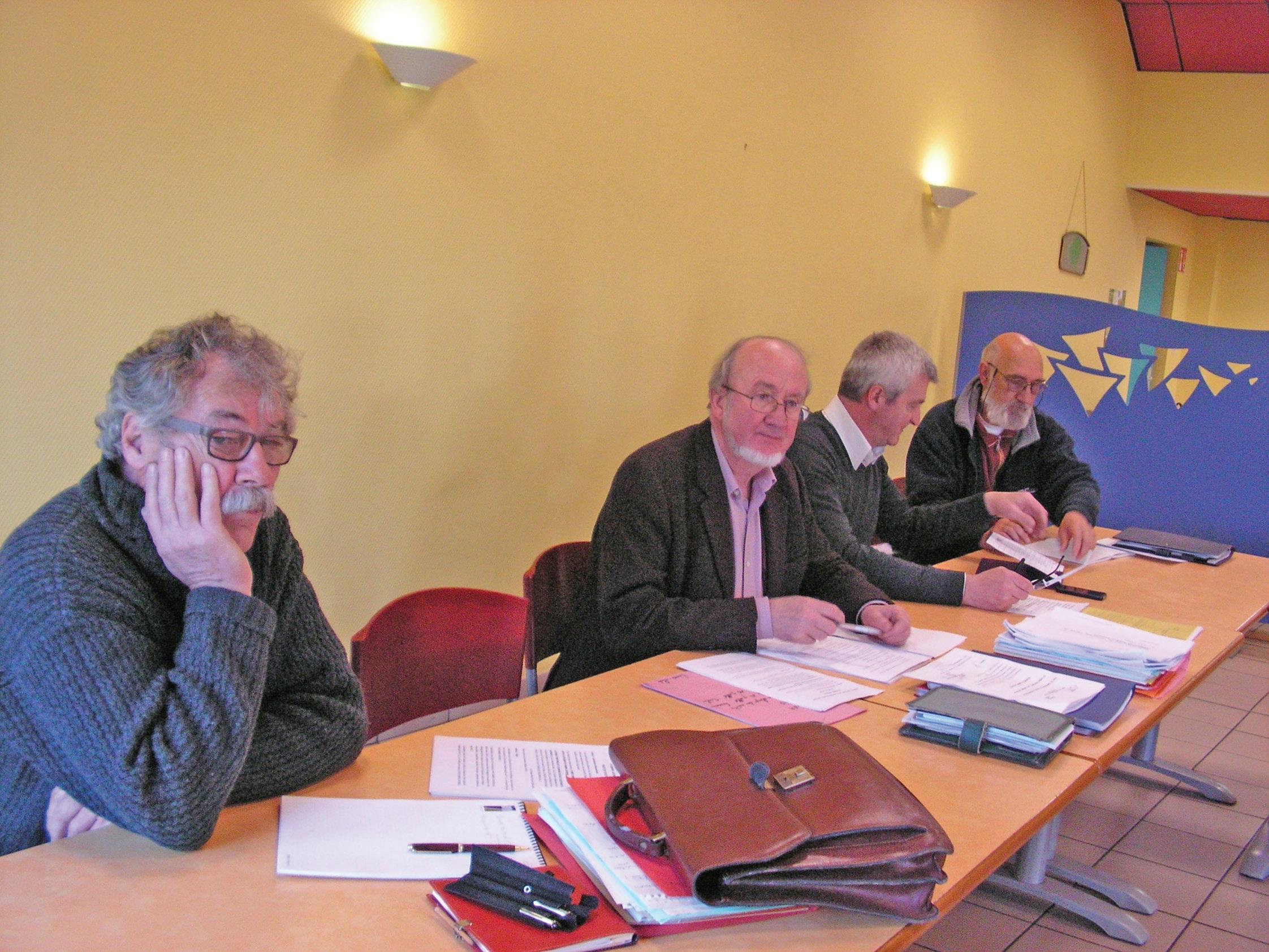De gauche à droite, quatre des représentants de l'ESS de l'arrondissement d'Avesnes faisant partie du conseil local : Henri Deshayes, Marc Goujard, Patrick Bataille et Claude Cochard. C'était lors d'une réunion, mi-avril, à Aulnoye-Aymeries dans les locaux des Papillons blancs.