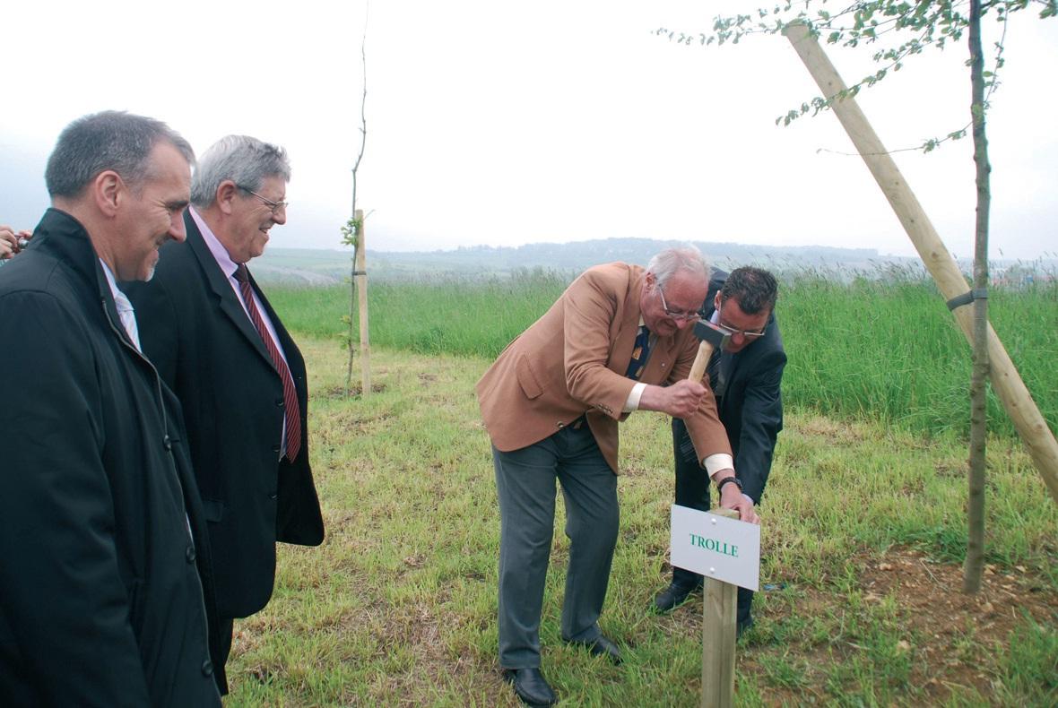 Pierre-Alain Jacob (quincaillerie Trollé) s'est installé sur le parc d'activité paysager de Landacres en septembre 2010, mais n'avait encore eu l'occasion de symboliser son implantation.