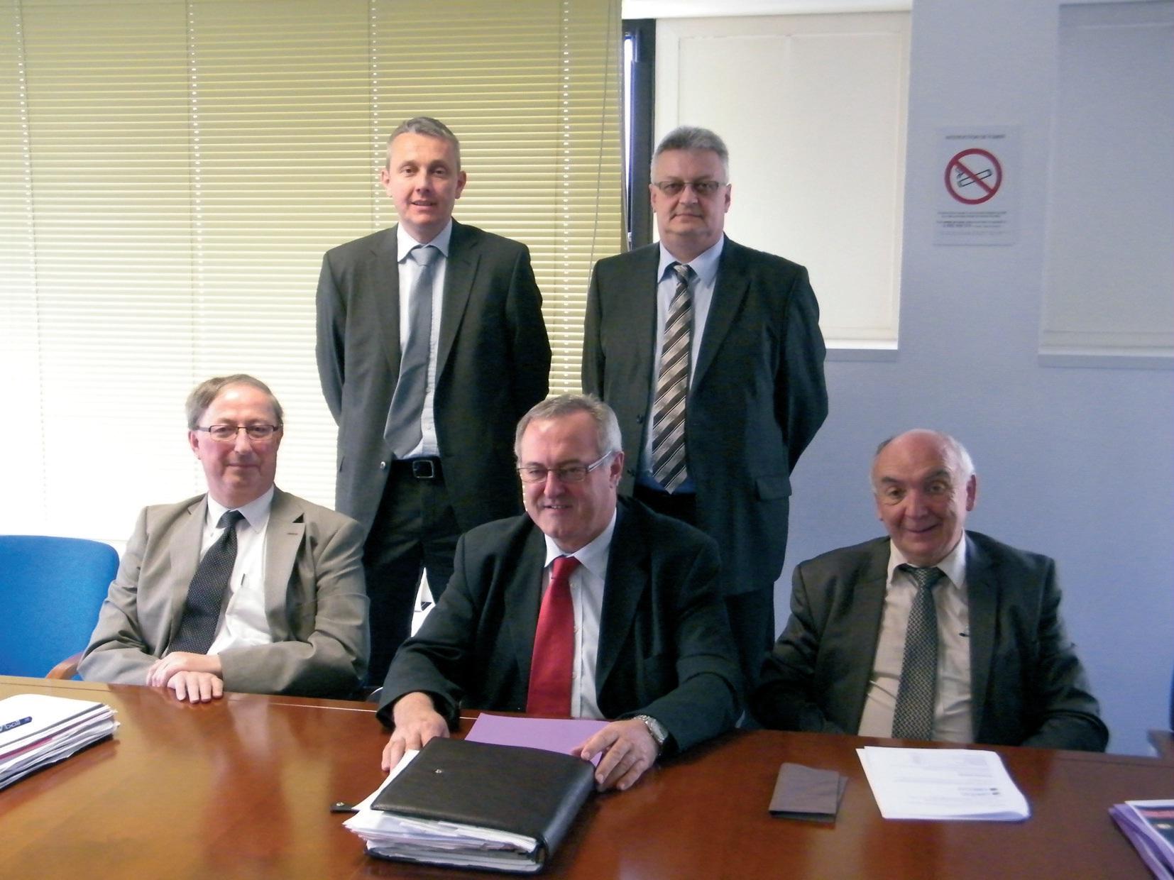 Les élus et le groupement d'entreprises ont lancé la nouvelle mouture du réseau Caso bus.