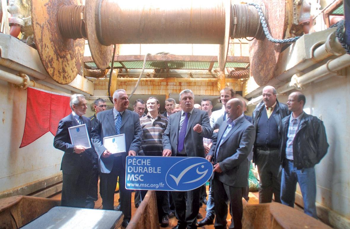 Le logo officiel MSC a été remis à l'armement Euronor sur le pont du chalutier surgélateur Klondyke, en présence d'une partie de l'équipage et du ministre des Transports et de l'Economie maritime Frédéric Cuvillier.
