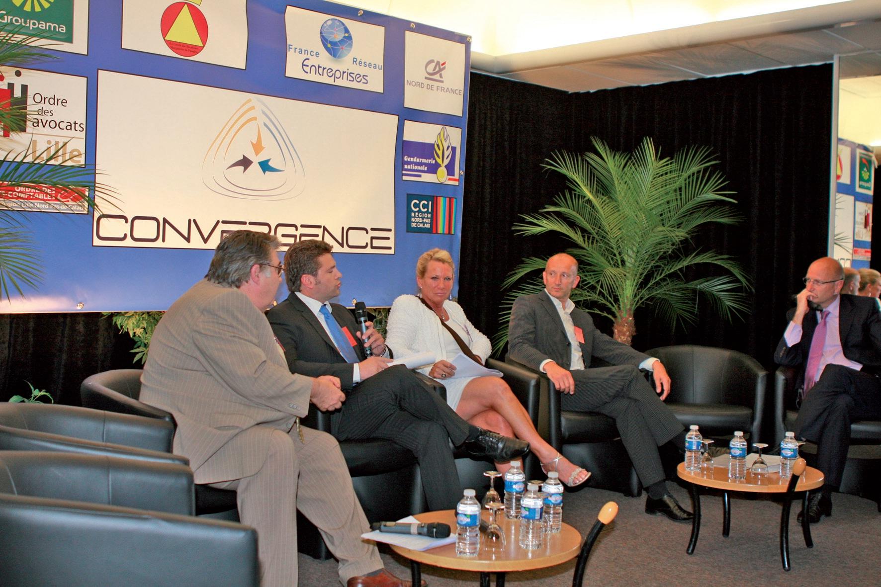 Jocelyne Hemelsdael (au centre de la photo), lors du lancement du réseau national des clubs d'entreprises.