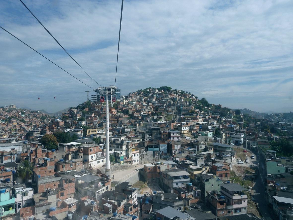 Téléphérique dans la favela Alemao.