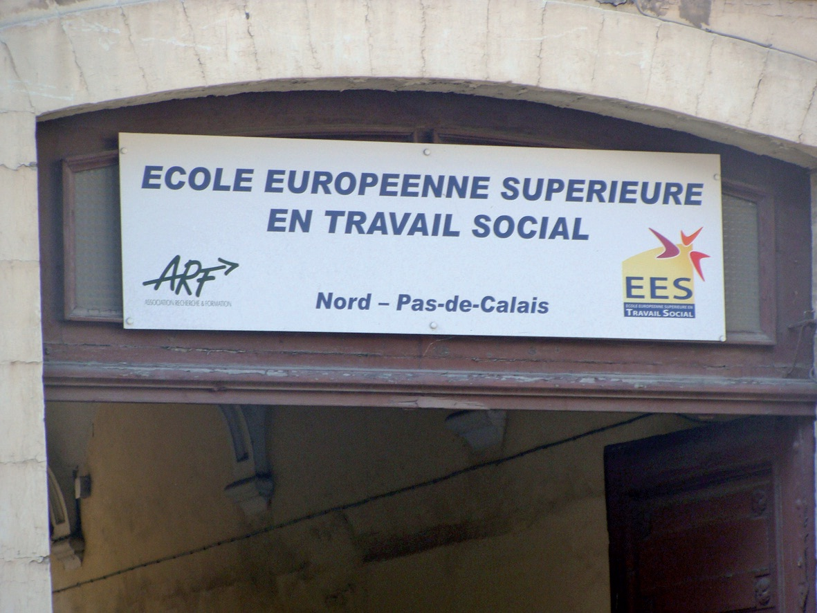 La façade, côté rue Carnot.