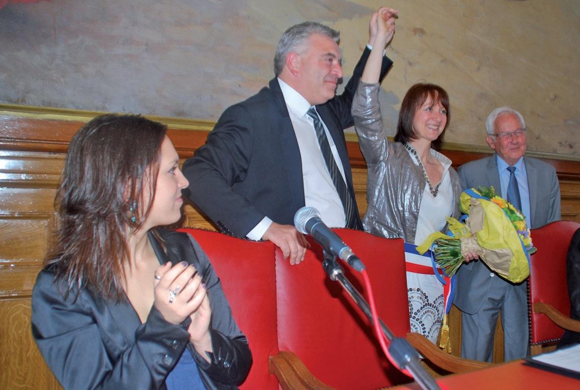 Elue maire à l'unanimité par le conseil municipal de Boulogne, Mireille Hingrez-Céréda (au centre) a été félicitée par ses prédécesseurs, le nouveau ministre Frédéric Cuvillier et l'ancien, Guy Lengagne (secrétaire d'Etat à la Mer de 1983 à 1986).