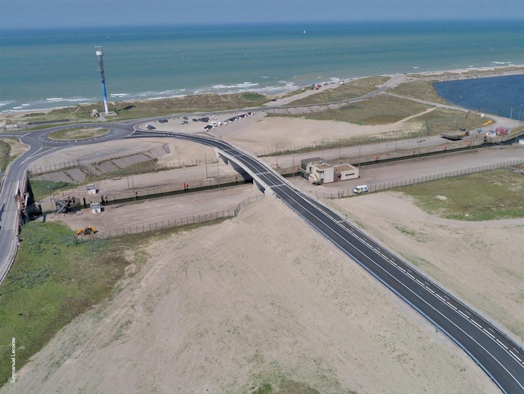 L'ensemble comprend deux ronds-points et un pont fixe.