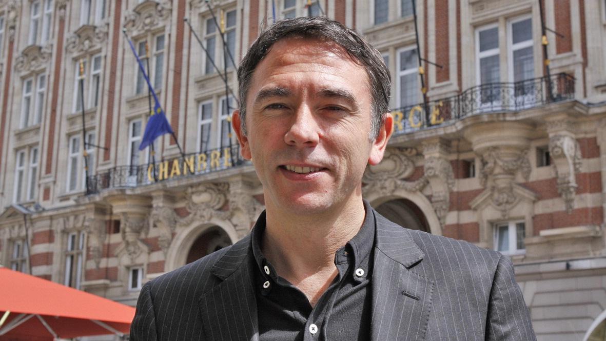Denis Averland est un kinésithérapeute ostéopathe, il a décidé de développer une activité à destination du monde de l'entreprise.
