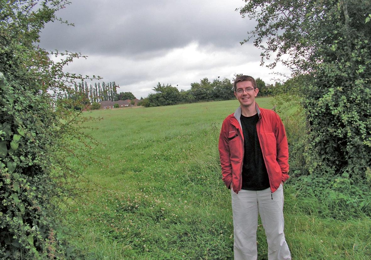 Jean-Baptiste Pertriaux à l'entrée de la pâture appelée à devenir l'espace test agricole. C'est à Sains-du-Nord et la consultation afin d'attribuer les travaux d'aménagement a été lancée en juillet.