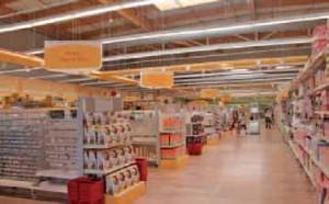 Le magasin de Lomme dispose d'une zone dédiée aux activités créatives de 700 m2 de surface de vente, aux linéaires bas permettant une vision claire et lisible de la zone tout en facilitant l'orientation et la circulation de la clientèle.