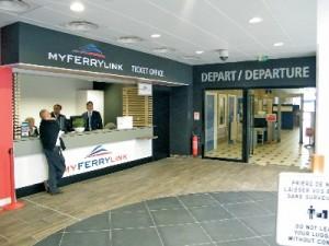 Le guichet de MyFerryLink a été installé à la hâte, la nuit précédant le premier départ.