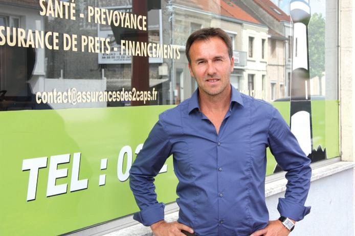 Franck Moreau devant les locaux qu'il occupe en partenariat avec d'autres professionnels.