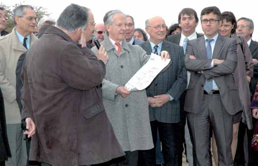 Patrick Masclet – à droite – en compagnie de Jacques Vernier, maire de Douai, lors de l'inauguration du chantier du Raquet , investissement de la CA du Douaisis.