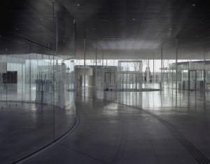 co - auteurs du Musée du Louvre-Lens : (c) SANAA / Kazuyo Sejima et Ryue Nishizawa - IMREY CULBERT / Celia Imrey et Tim Culbert - MOSBACH PAYSAGISTE / Catherine Mosbach Photographie (c) Hisao Suzuki