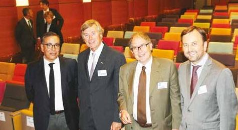 Au centre, MM. Vercauteren-Drubbel et Valéro (à droite), ambassadeurs de Belgique et de France.