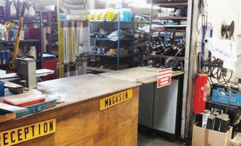 Le magasin pièces détachées permet de répondre au mieux à l'entretien et la réparation de véhicules tous types et toutes marques.