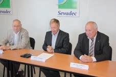 Le président Guy Allemand (au centre), maire de Sangatte, entouré de deux de ses vice-présidents : Marc Boutroy (à gauche), maire d'Escalles, et Jean-Luc Marot (à droite), maire de Pihen-les-Guînes.