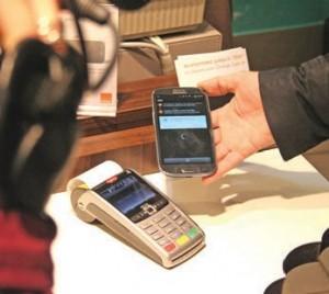 Le paiement se fait par NFC, technologie du sans-contact.