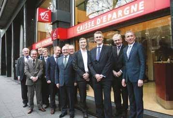 Alain Denizot, président du Directoire (troisième en partant de la droite), avec à sa droite, Philippe Lamblin, président du Conseil d'orientation et de surveillance et Pascal Arnoult, membre du Directoire chargé du Pôle Banque des Décideurs en Région.