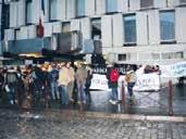 Pancartes et banderoles ont été déployées devant le tribunal de Lille.