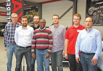 Maxime Maton (3ème en partant de la droite) au milieu de son équipe dans son nouvel établissement, zone Curie à Calais. SERVICES