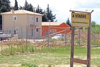 Pour les plus-values réalisées lors de la vente de terrains à bâtir ou assimilés, un abattement exceptionnel de 30% est applicable.