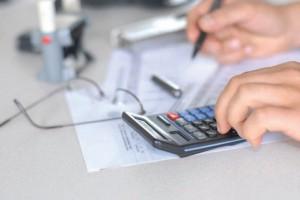 Les nouvelles dispositions visent les entreprises de moins de dix salariés ou les travailleurs indépendants et concernent tant le contrôle sur place que celui sur pièces.