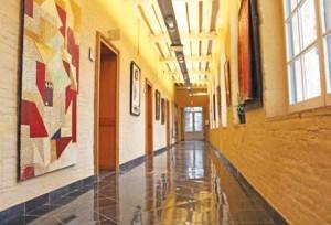L'hôtel comprend 72 chambres, dont trois suites.