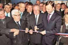 Le coupé de ruban lors de l'inauguration officielle.