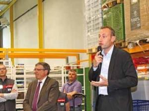 De gauche à droite, lors de l'inauguration, le 13 mai 2013, Sébastien Monnier, responsable du drive, Marc Godefroy, maire de Lezennes, et Hervé Wallaert, directeur de l'hypermarché Auchan V2.
